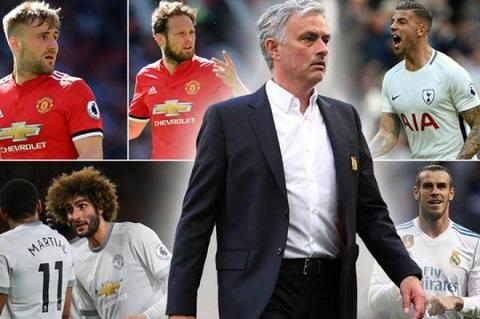 Mourinho đã thực hiện việc thay đổi hàng loạt các cầu thủ của MU