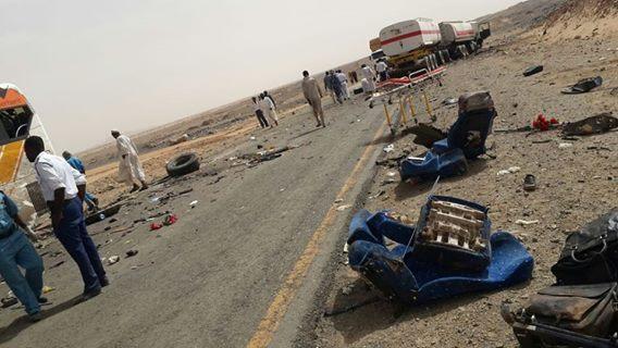 عاجل بالصور  : حادث مروري بشع والجثامين عالقه بالبص