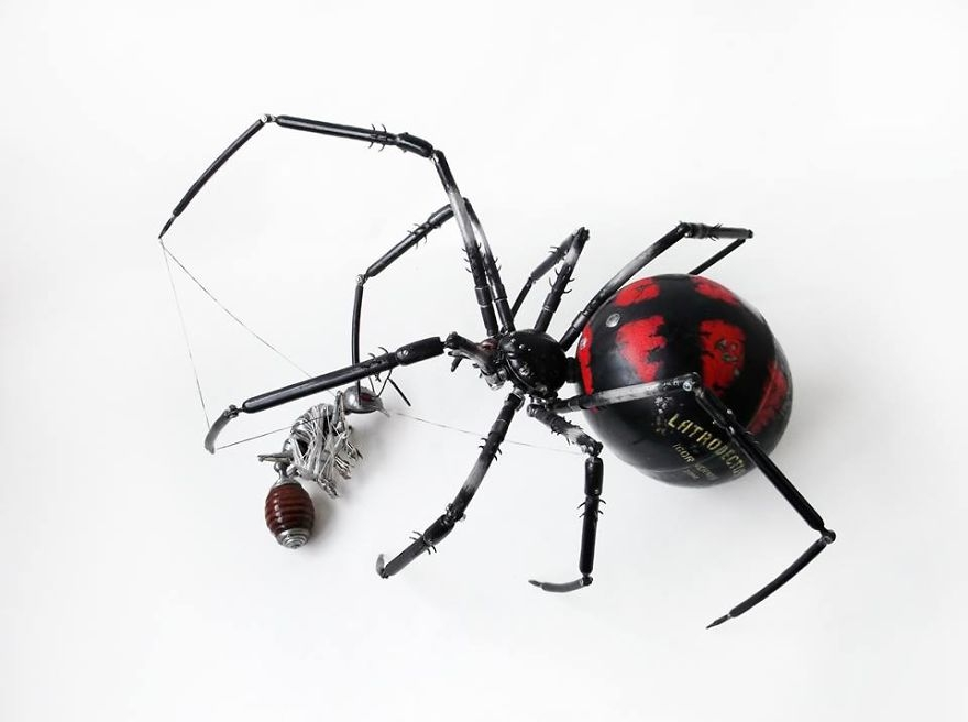 04-Spider-Igor-Verniy-Recycled-and-Upcycled-Animal-Steampunk-Sculptures-www-designstack-co