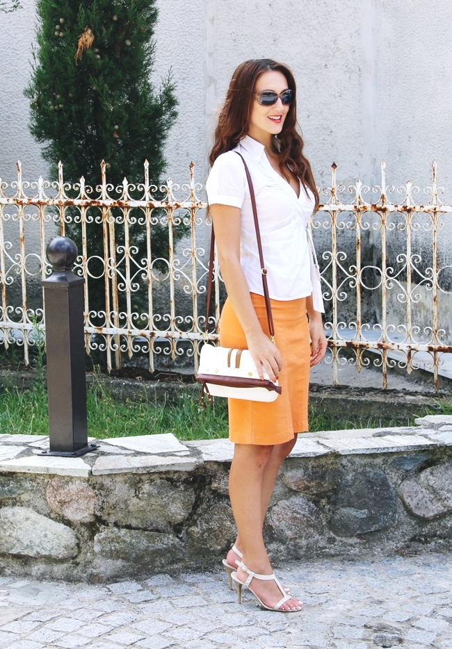 White summer looks.Beli letnji outfit.Claire's orange skirt.H&M white and beige striped blouse.Light brown sunglasses.White sandals and purse.