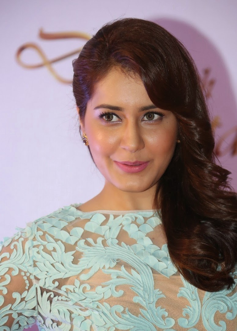 Rashi Khanna Stills at Memu Saitam