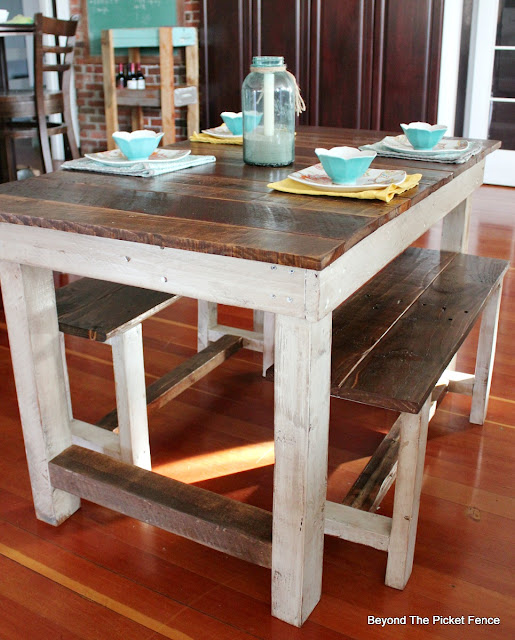pallets, farmhouse, table, reclaimed, salvaged, kitchen, country chic, http://goo.gl/z9bPYj