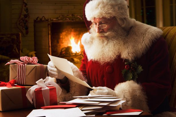 Christmas ... just around the corner !! - Page 6 Santa-Claus-reading-letter-close-up