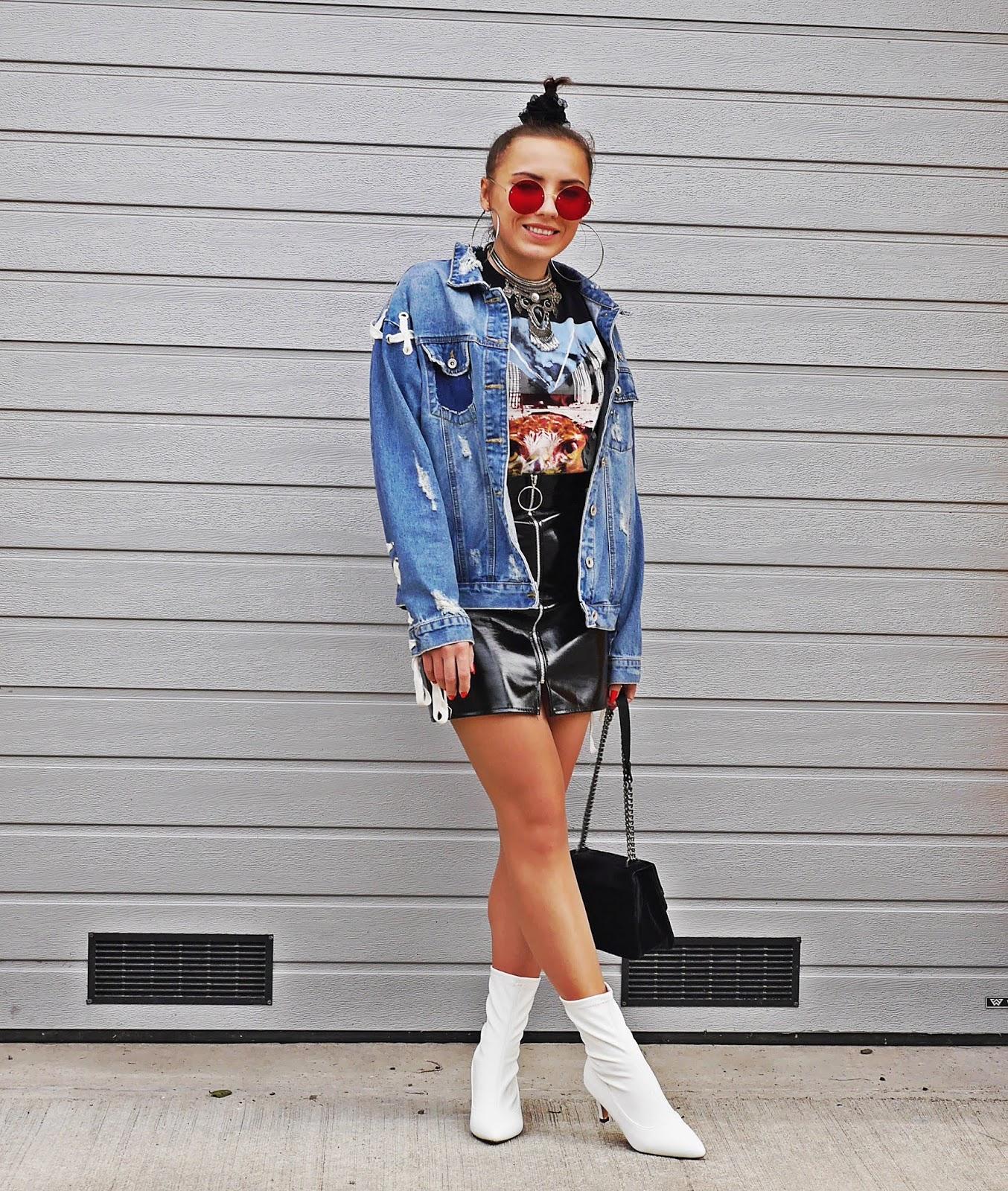 białe skarpetkowe botki lateksowa spódnica kolczyki koła karyn blog modowy