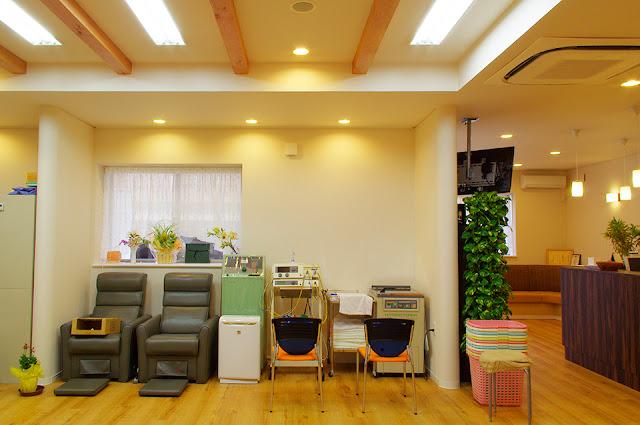 店舗(機能訓練特化型デイサービス併用接骨院)付き住宅の施術コーナー
