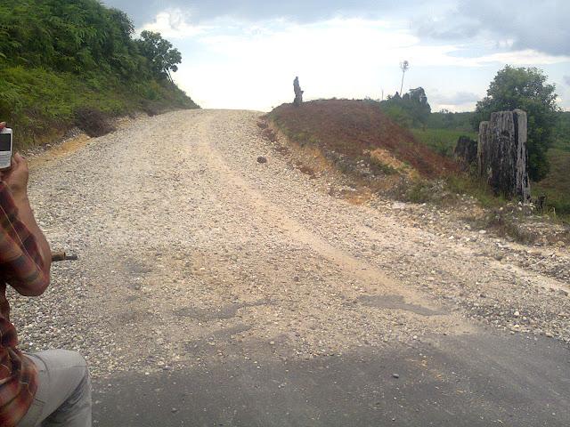 PT.Astra Perbaiki Kerusakan Jalan di Aceh Singkil