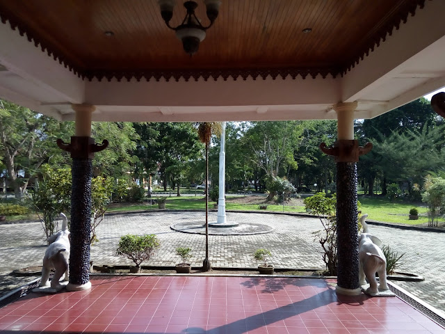 Ornamen rumah adat Lampung Timur
