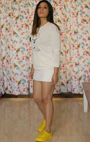 Bollywood Hot Heroine richa chadda unseen pics