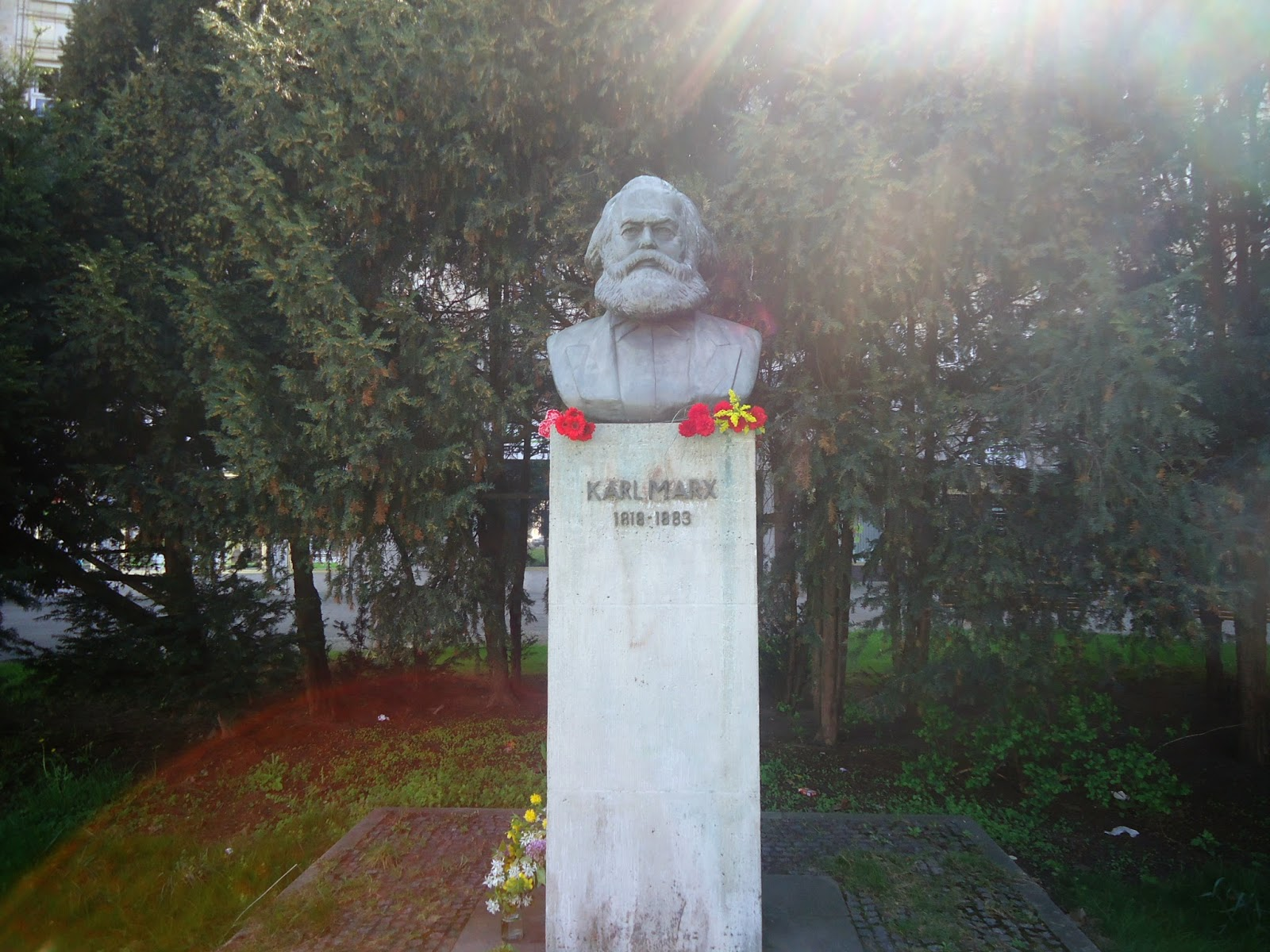 Karl Marx berlin germany statue history