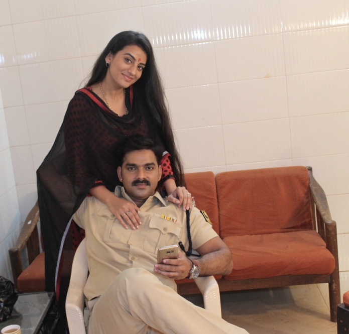 Pawan Singh and Akshara Singh Shooting stills of Bhojpuri Movie Lootere