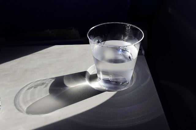 mitos-fakta-minum-air-putih-hangat