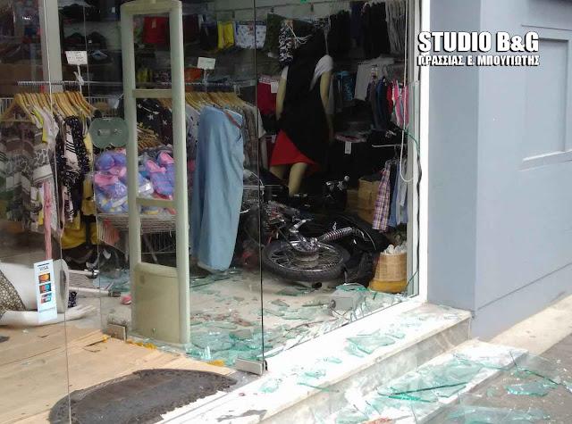 Μηχανάκι μπούκαρε σε κατάστημα στο Άργος - Σοβαρός ο τραυματισμός του αναβάτη