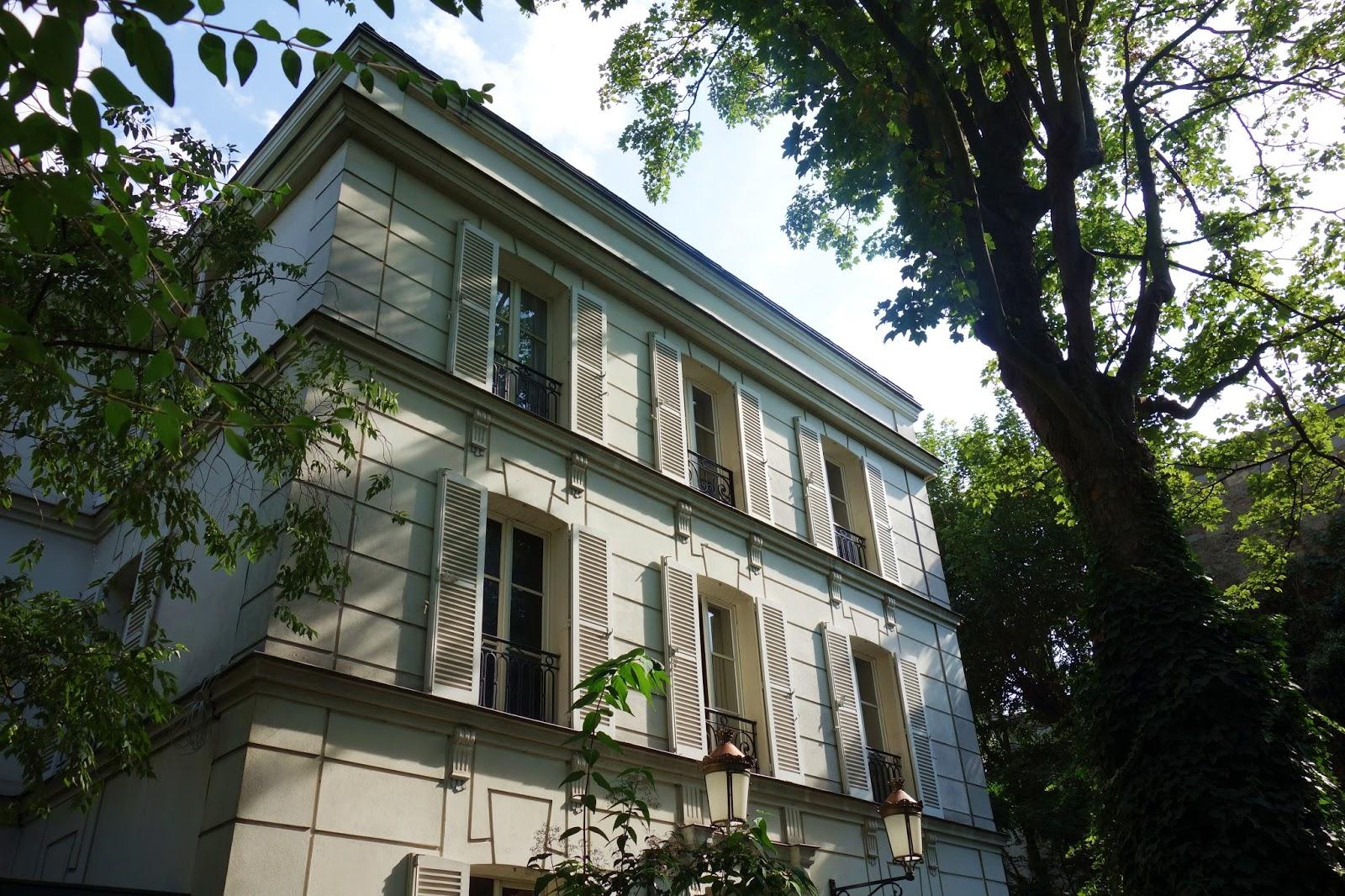 ee0df2146d0c La belle demeure bourgeoise de style Directoire qui trône au centre de cet  écrin de verdure a été construite en 1871 puis reconstruite en 1997 à la  suite ...