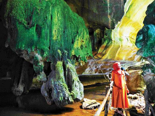 Eksotisme Goa Batu Kapal Solok Selatan