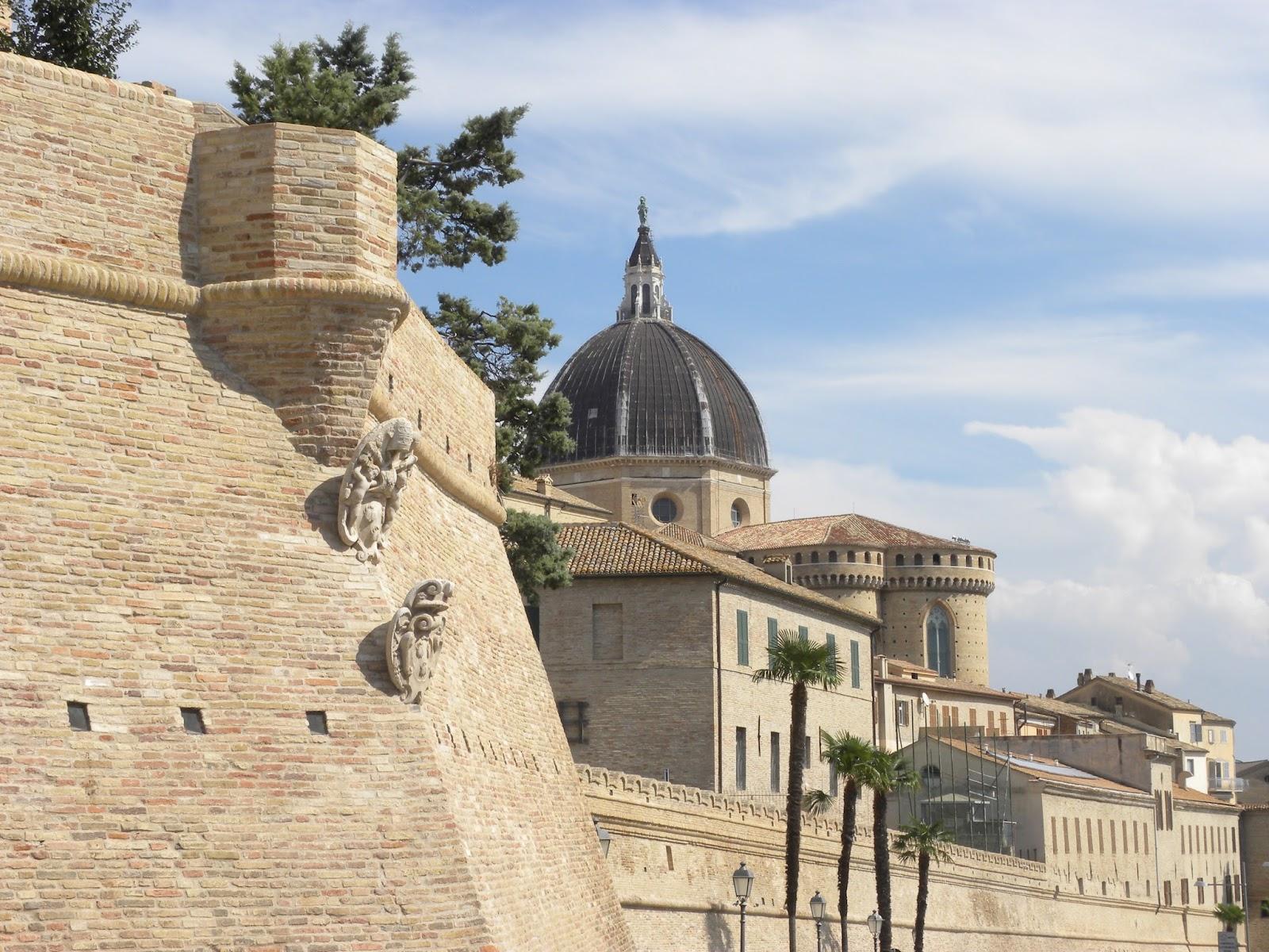 Loreto ( AN ) basilica fortezza - THE MARCHE EXPERIENCE
