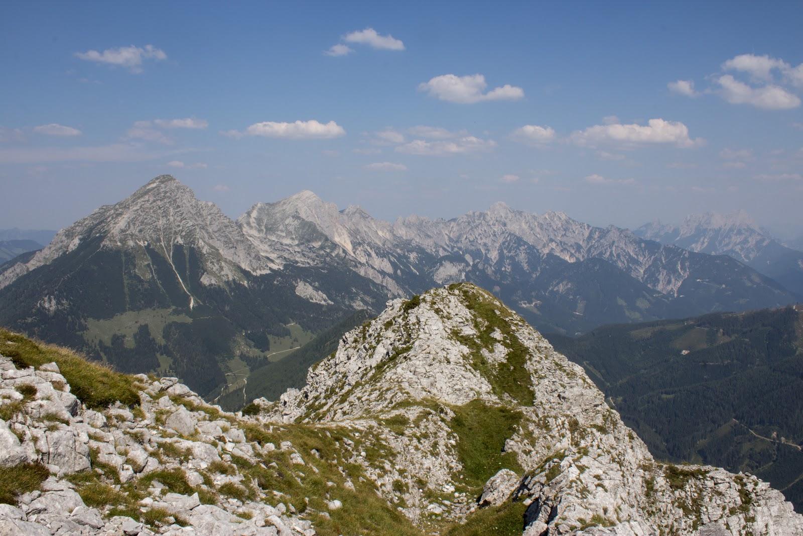 Von der Ardningeralmhütte über den Wildfrauensteig auf Frauenmauer, Bosruck und Kitzstein. - Aussicht vom Bosruck