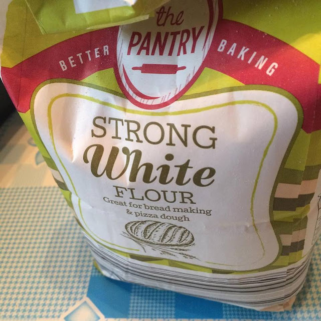 Packet of strong white bread flour