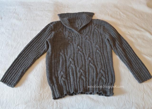 Szary męski sweter z warkoczami robiony na drutach z włóczki Lima Drops