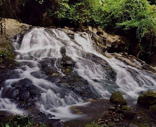 http://www.teluklove.com/2017/02/pesona-keindahan-wisata-air-terjun-goa.html