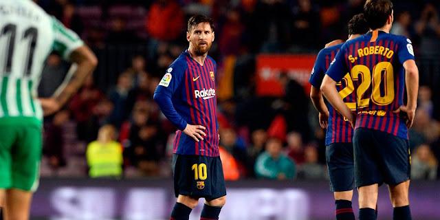 Aksi Messi Muda Porak-porandakan Bek MU Viral di Internet