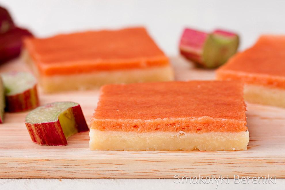 Kruche ciasto z masą rabarbarową
