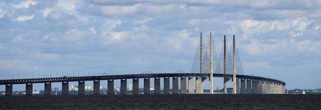 Juutinrauman silta näkyy Dragørin satamasta upeasti.