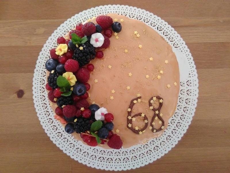Voglia di torta con frutta e glassa colante per la - Decorazioni torte con glassa ...