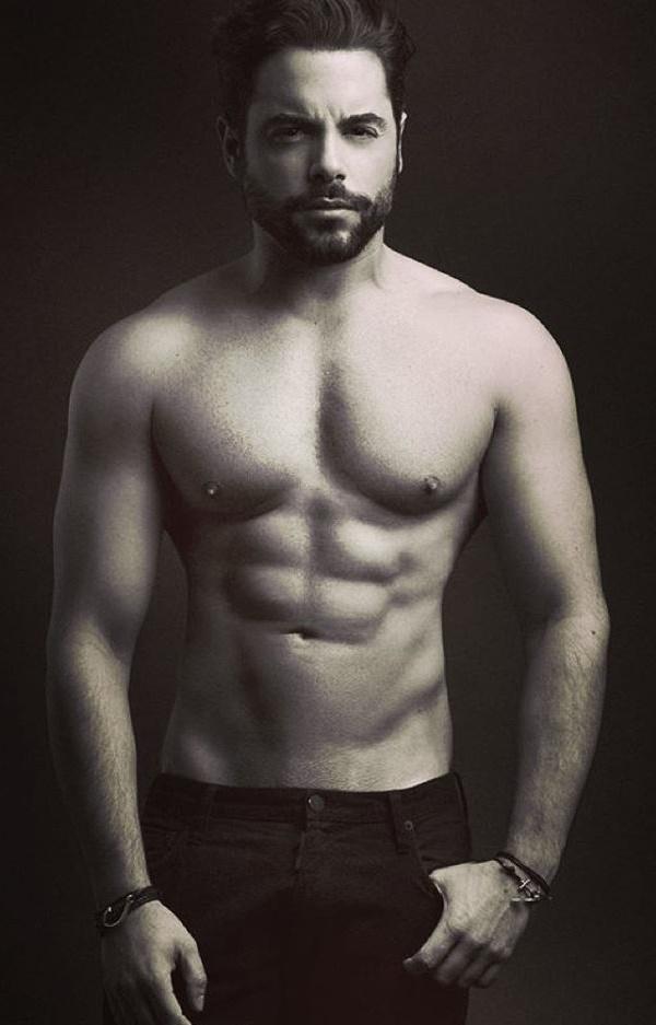 Pedro Carvalho Es Gay