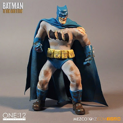 "SDCC 15 Exclusive ""Batman vs. Mutant Leader"" The Dark Knight Returns One:12 Collective Deluxe Boxed Set by Mezco Toyz - Battle Damaged Batman"