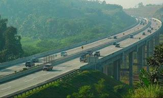 Jalur Tol Jembatan Cisomang Kembali Dibuka