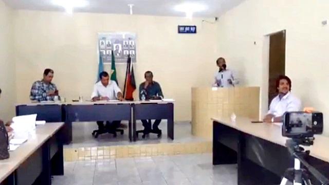 [Vídeo] 'Todo político mete a mão em dinheiro público', diz vereador em sessão na Paraíba