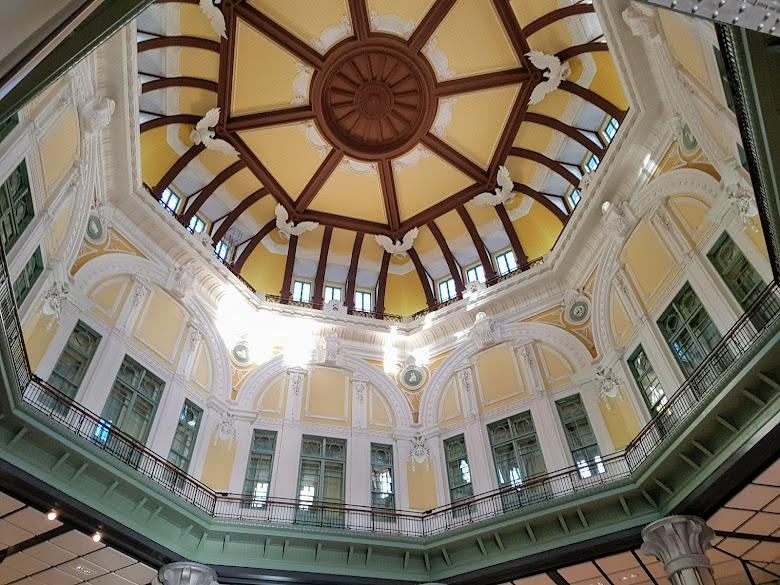 車站內的天花板也是別具特色