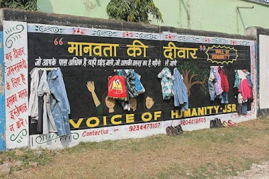 Wall of Humanity in Jamshedpur, India