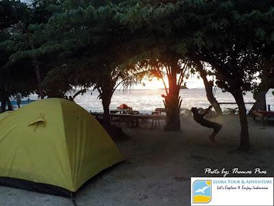 Diliputi cahaya Sunset Teluk Kiluan