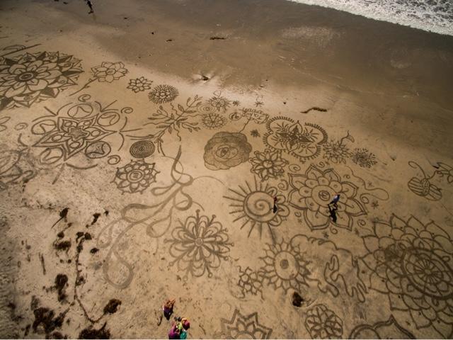 melukis-di-pantai-hasilnya-keren