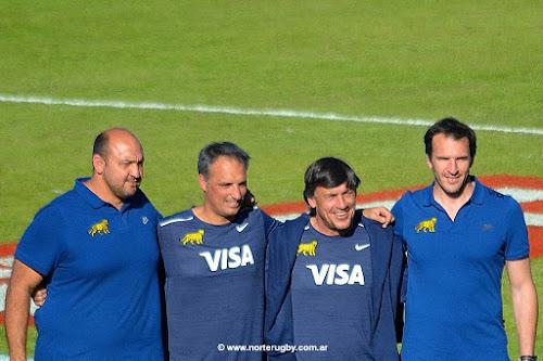 Daniel Hourcade junto al cuerpo técnico de Los Pumas