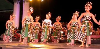 Jenis dan Peran Seni Tari dalam Konteks Masyarakat dan Budaya Nusantara