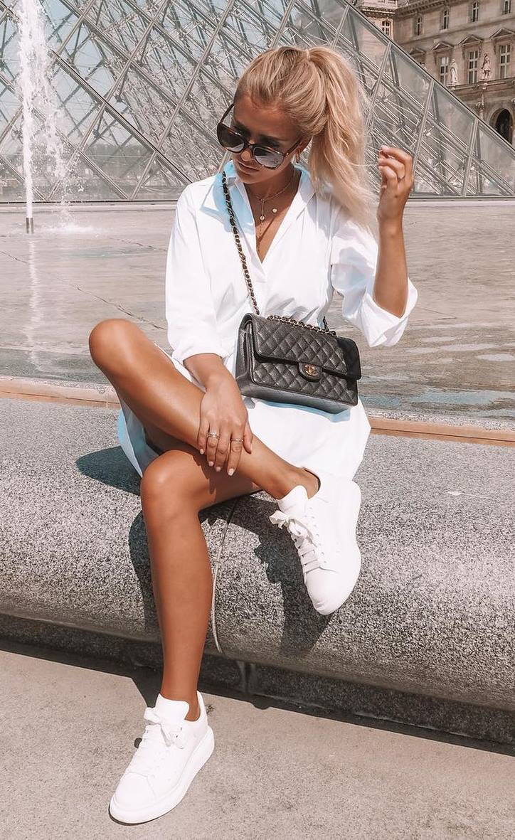 casual outfit inspiartion / white shirt dress + sneakers + black bag