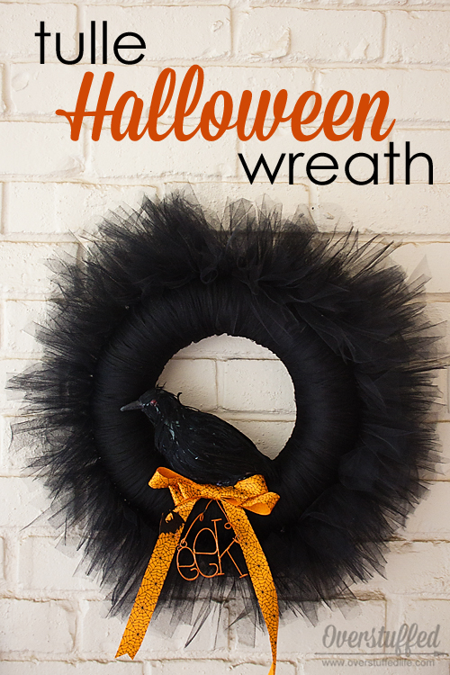 Make a scary black tulle Halloween wreath! So simple and absolutely gorgeous! #overstuffedlife