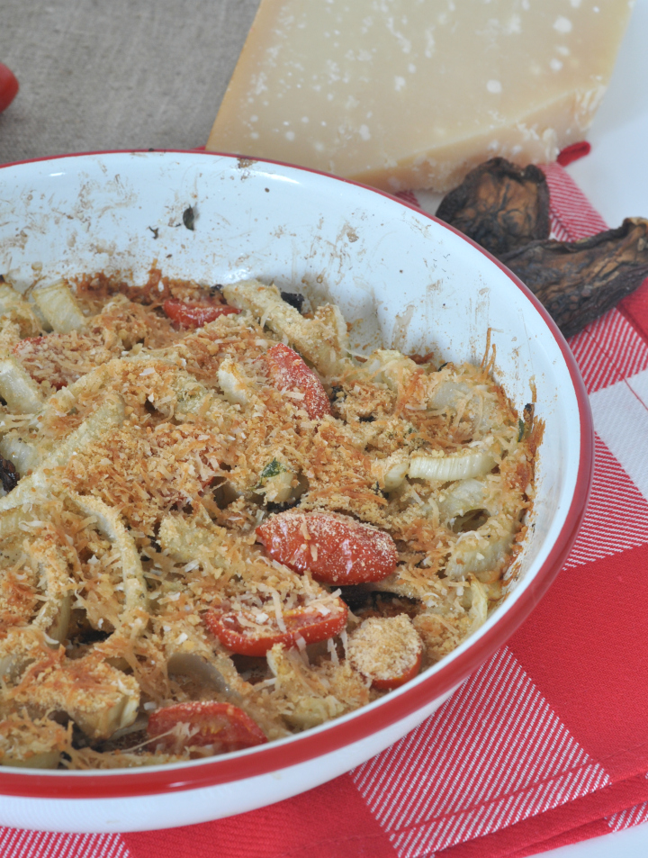 Gratinated fennel with tomatoes, fresh thyme and parmigiano - the taste of summer in one dish!