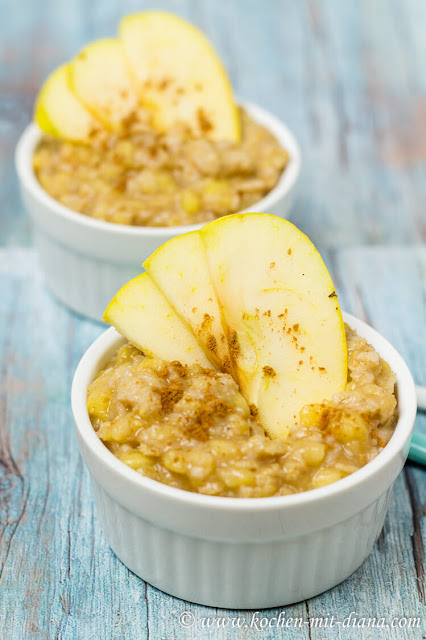 Porridge with baked apple and cinnamon