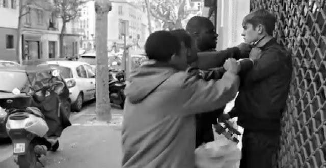 Ταράχτηκαν οι αλληλέγγυοι στην Γαλλία επειδή μια υπουργός έθιξε το χρώμα κάποιων και τα τσαντόρ