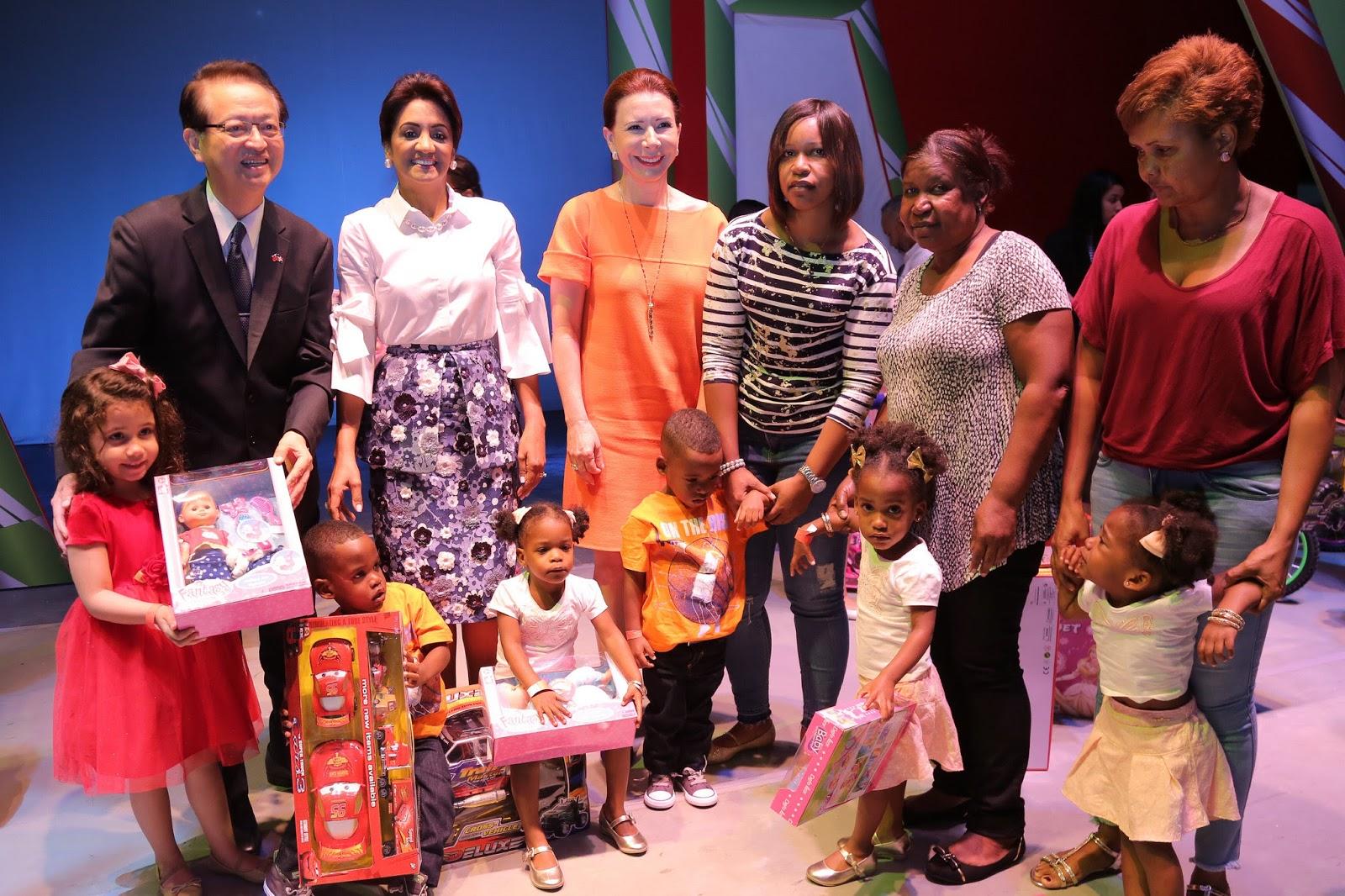 Con presentación de obra y juguetes para 5 mil niños, Despacho Primera Dama celebra Día de Reyes