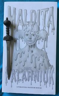 Portada del libro Maldita, de Chuck Palahniuk