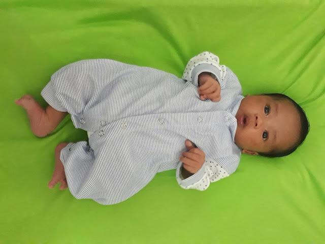 Cara Bayi Menggunakan Pakaian - Pampers Baju Celana