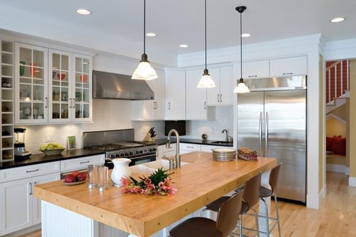 beyaz mutfak dolapları ile mutfağın uyumu