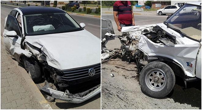 Diyarbakır Çınar'da otomobiller çarpıştı: 4 yaralı