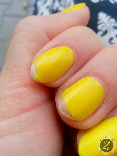 żółty lakier do paznocki