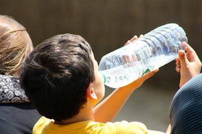 nutrisi, kesehatan, artikel kesehatan, manfaat minum air putih, minum air putih, mnum air putih sehari,