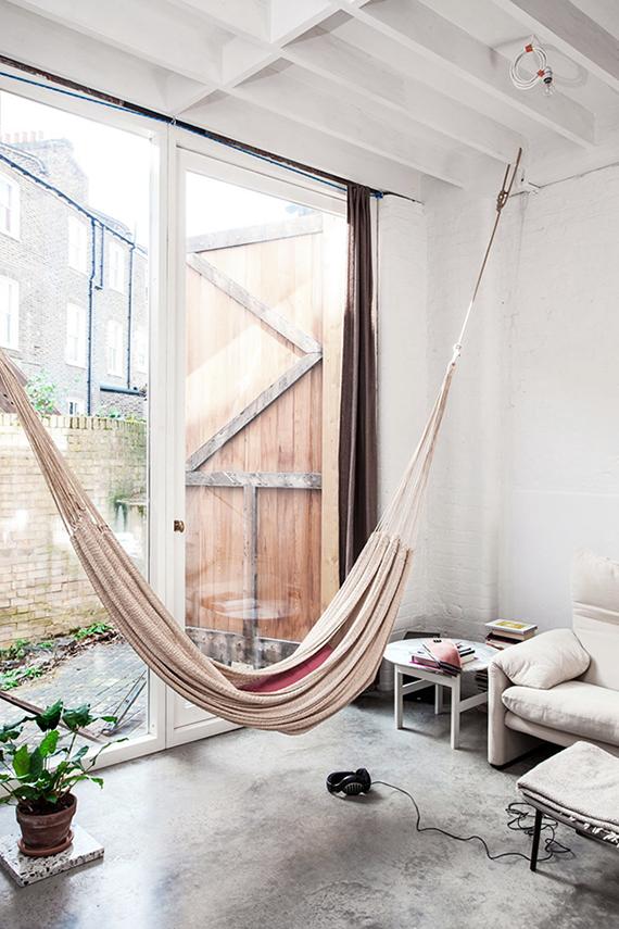 Indoor hammock via Bo Bedre